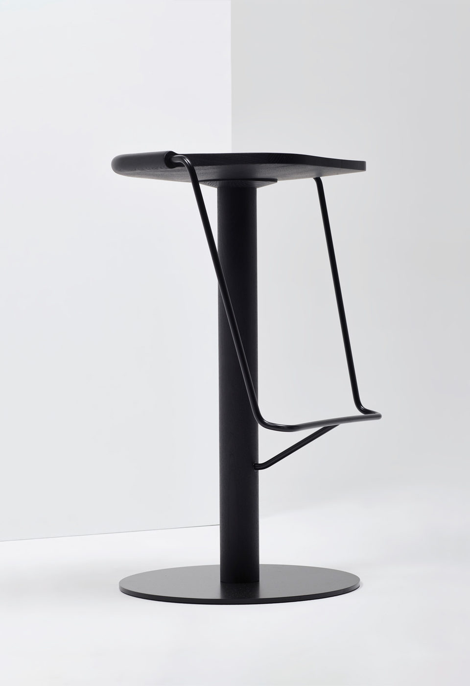 Uncino Stool from District